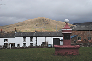 DSC_3438_Dufton_Pike_from_the_Green
